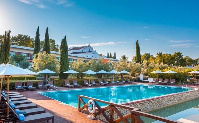 A World For Travel - Evora Forum
